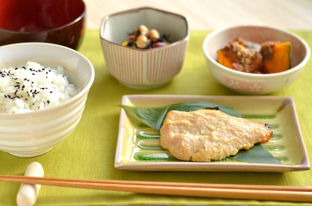 和食が健康的な理由 「まごわやさしい」食事とは?