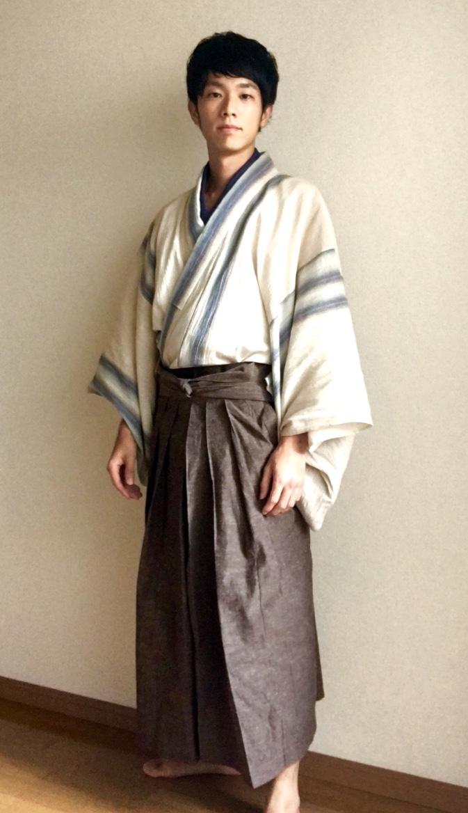 やってみた!袴をハーフパンツ感覚で履けば涼しくて快適なんじゃない?