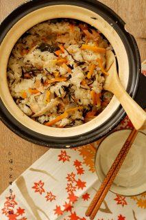 [ほっとする和ごはんレシピ] 秋鮭の具だくさん炊き込みごはん